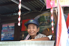 recycle woman at home (the foreign photographer - ฝรั่งถ่) Tags: recycle woman balcony home flags calendars khlong thanon portraits bangkhen bangkok thailand nikon