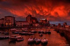 Con un cielo espectacular (Carpetovetón) Tags: cielo castrourdiales colores puerto barcos paisaje atardecer anochecer cantabria españa