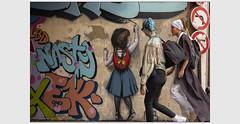 Enluminure moderne (afantelin) Tags: iledefrance paris5ème couleurs streetart passant vêtements mur peinture