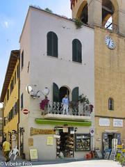 050714 123142 (friiskiwi) Tags: castiglione dvd200504050607 europe balcony building house man umbria castiglionedellapescaia toscana italy it