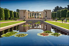 colleville-sur-mer (heavenuphere) Tags: collevillesurmer colleville bayeux calvados normandie normandy france europe americanwarcemetery american war cemetery battleofnormandy operationoverlord normandylandings worldwarii dday 6june1944 monument memorial sculpture landscape trees pond water waterlily symmetry reflection 24105mm