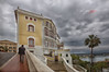 (194/18) Hombre solitario en la ciudad (Pablo Arias) Tags: pabloarias photoshop photomatix capturenxd españa cielo nubes arquitectura edificio carretera puerto mahón menorca