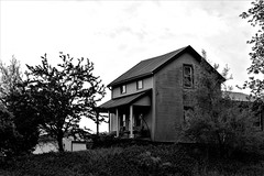 American Farmhouse, evening style. (Lana Pahl / Country Star Photography) Tags: oldbuildings downonthefarm blackandwhite blackandwhiteohio