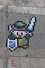 Waldo_8134 place du Bouffay Nantes (meuh1246) Tags: streetart nantes 44 waldo placedubouffay arme mosaïque