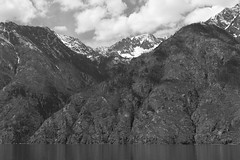 Steep walls (peter.a.klein (Boulanger-Croissant)) Tags: blackandwhite bw black white blanc noir noiretblanc negro blanco schwarz weiss leica monochrom lakechelan lake mountains cliffs snow fjord clouds