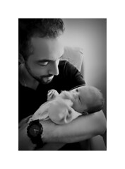 Papa et Tess - Séquence admiration (thierrybalint) Tags: naissance tendresse papa dad tenderness baby birth child admiration nikoniste merveille miracle tess amour love vie life famille art artistique merveilleux wonderful