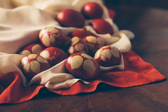 Христос воскресе (Inka56) Tags: easter eggs ortodoxeaster tradition redegg woodtable throughherlens
