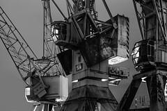 Rostige Riesen (Kai-Uwe Klauss) Tags: hafenmuseum hamburg industrie kräne nacht portalkrane hh kampnagel stahlkonstruktion stahl rost alt abgestellt verlassen