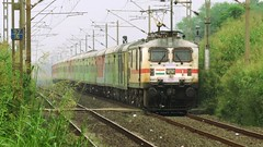 #30472 with #22210 (Amit C Patel) Tags: wap7 indianrailways india rail railway railways 30472 22210 duronto