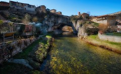 Agua cristalina - Crystal clear water (Cembe Héctor) Tags: nature pueblo village naturaleza paisaje nice bonito river stone españa spain bridge natural paysage espagne pont rivière