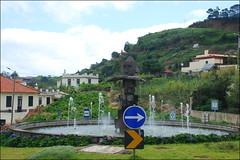 Rotonda en Porto da Cruz (Madeira, Portugal, 2-7-2014) (Juanje Orío) Tags: 2014 portodacruz madeira portugal rotonda escultura sculpture fuente fountain