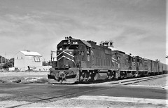Missouri Pacific freight train at South Omaha in 1974 (Tangled Bank) Tags: train railroad railways north american old classic heritage vintage 1970s 70s equipment locomotives diesel engines midwestern missouri pacific freight south omaha 1974
