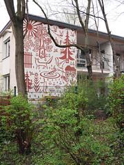 Der Wald. / 13.04.2018 (ben.kaden) Tags: berlin friedrichshain richardsorgestrase 1965 kunstderddr kunstimöffentlichenraum kunstimstadtraum kunstambau architekturderddr putzmalerei 2018 13042018