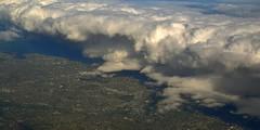 Wall of Clouds (rosch2012) Tags: landscape cityscape aereal flugzeug oben draufsicht wolke cloud tageslicht daylight stadt city häuser haus building house urban besiedelt