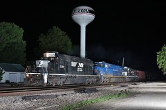 Correct leader (gsebenste) Tags: norfolksouthern ns norfolkandwestern heritageunit bnsf trains night shabbona illinois