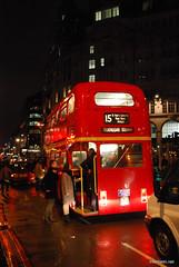 Двоповерховий автобу Лондон вночі InterNetri United Kingdom 0421