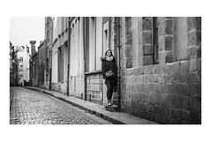 Sabine (deniscoeur) Tags: vieuxlille ruelle portrait portraististe rue nikond810 sigma35mmart f14 photographie photography photo modèle femme woman photographe photographecouplephotographefamille photographemariage photographer reflex62 deniscoeurreflex62 deniscoeurphotographe62