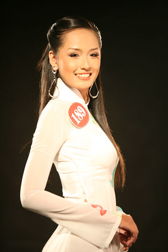 She competed for Vietnam at the Miss World 2006 pageant in Warsaw,