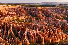 Amphitheater (Leviathor) Tags: travel sunrise landscape geotagged utah bravo amphitheater brycecanyon brycecanyonnationalpark roadtrip2006 geotoolgmif specland abigfave geolat37605324 geolon112156398 clndr