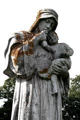Grave sculpture Wadhurst Churchyard (ART NAHPRO) Tags: church graveyard rural sussex churchyard wadhurst ruralsussex