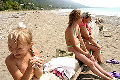 Abkhazia tourism (randbild) Tags: sea vacation sun tourism beach water girl strand swimming swim georgia coast war meer wasser republic fotograf photographer child schwimmen photojournalism republik krieg tourists kind civilwar caucasus grin grinning conflict bathing gus independence relaxation russian baden sonne spa blacksea ferien cure mdchen province tourismus saltwater kste photojournalist separated grinsen kurort russen kaukasus touristen erholung udssr abkhazia provinz sowjetunion georgien fotoreportage separatism unabhngigkeit abtrnnig gagra unrecognized fotojournalismus konflikt  photoreportage brgerkrieg schwarzesmeer salzwasser photojournalismus  abchasien abgespalten abgespaltung apsni separatismus  apsny  apchaseti abchasija ferienort fotojournalist