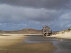 Dunas + casita (Brunito) Tags: mar casa playa paisaje arena arroyo rancho dunas choza pescadores valizas
