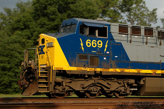 Panning shot of CSX 669 northbound at the Folkston Funnel
