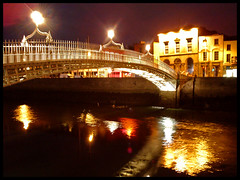 Ha'penny Bridge (Dublin bynight) (pierofix) Tags: bridge ireland dublin water by night reflections lights ponte luci acqua notte hapenny dublino irlanda riflessioni abigfave