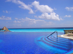 Infinity pool at the JW Marriott (Cancun) - by ahnfire73