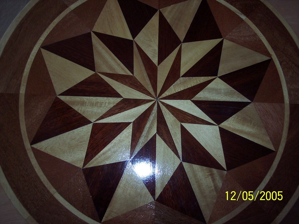 """28"""" Round Floor Inlay - Fat Star - middle close up"""