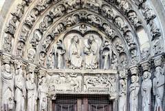 Portail de la Vierge de Notre-Dame de Senlis (frediquessy) Tags: sculpture senlis oise statue moyenâge gothique picardie vierge couronnement dormition tympan religion personnage