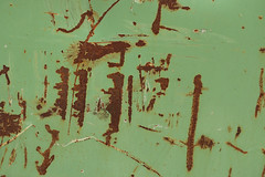 Calligraphy By Chance (gripspix (OFF)) Tags: 20180308 schrottplatz scrapheap junkyard fundstücke found details tin blech painted gestrichen lackiert scratched zerkratzt rostig rusty worn abgenutzt green grün texture textur