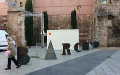 Novembre_0120 (Joanbrebo) Tags: barcelona catalunya españa es barcino joanbrossa estatua statue barrigòtic canoneos80d eosd efs1018mmf4556isstm autofocus streetscenes gente gent people