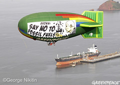Airship Message For Gov. Brown (Greenpeace USA 2016) Tags: climate fossilfuel oil summit airship aebates thermal california sanfrancisco usa
