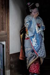 Concealing a Laugh (Rekishi no Tabi) Tags: maiko geiko geisha apprenticegeiko apprenticegeisha kyoto gionhigashi japan fujifilm xpro2