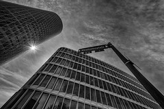 Westhafenplatz (Leipzig_trifft_Wien) Tags: frankfurtammain hessen deutschland de architecture backlight star streetname street black white monochrome bw bnw contrast city urban building skyscraper tower facade steel windows reflection repeating