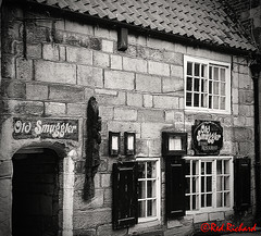 Old Smuggler Whitby (red.richard) Tags: pub old smuggler inn whitby bw monochrome