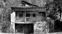 Casa / House (López Pablo) Tags: house bw black white wayofsaintjames leon spain nikon d7200