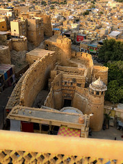 Jaisalmer, A Living Fort (shapeshift) Tags: iphonephotography iphonexphoto iphonexphotography iphonex iphone silkroute silkroad worldheritagesite worldheritage unescoworldheritage unesco history storyofindia historicindia historic ramparts davidpham davidphamsf shapeshift shapeshiftnet livingfort palace fortress fort jaisalmer rajasthan india in thestoryofindia oldindia