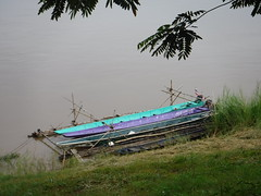 Colorful long boats in the Mekong in Phon Phisai (SierraSunrise) Tags: thailand isaan esarn phonphisai nongkhai plants trees foliage leaves colorful red orange yellow green blue boats purple transportation