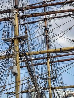 Masts, ropes and high tackles
