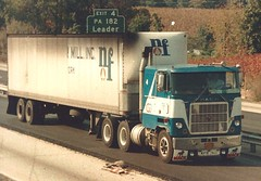 Mack Cruiseliner: Newton Falls (PAcarhauler) Tags: mack semi coe cabover tractor trailer