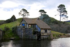 Hobbiton (YY) Tags: newzealand hobbiton movieset shire hole hobbit lordoftherings lake matamata