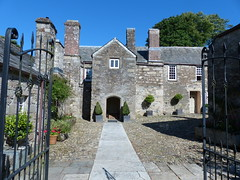 Entrance for Guests at Lavethan (Marit Buelens) Tags: architecture house building courtyard cobblestones plants bb 16thcentury lavethanhouse manorhouse porch gate blisland uk england cornwall bodmin