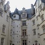Cour d'honneur, château royal, Pau, Béarn, Pyrénées Atlantiques, Aquitaine, France. thumbnail