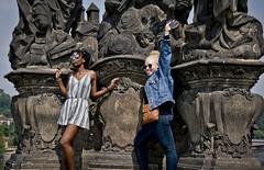 De tots colors (SBA73) Tags: praga prague praha prag czechrepublic czechia českárepublika tschechien 布拉格 プラハ charlesbridge pontdecarles karluv most noies noia chicas girls portrait african africanes albina albino albinism