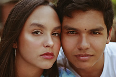Jei & Luis (TheJennire) Tags: photography fotografia foto photo canon camera camara colours colores cores light luz young tumblr indie teen adolescentcontent family siblings people portrait brother sister 2018 50mm summer usa eua carmel indiana naturallight browneyes look