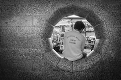 Nur ein Foto (Deinert-Photography) Tags: streetfotografie deutschland flickr street schwarzweis mann schwarzweiss fujifilmx100f blackwhite hamburg citylife man streetart streetphoto streetphotography ubanphotography urban