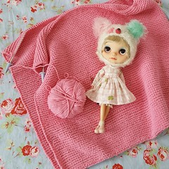 "When your doll matches the knitting :D • <a style=""font-size:0.8em;"" href=""http://www.flickr.com/photos/32082400@N00/29092446618/"" target=""_blank"">View on Flickr</a>"