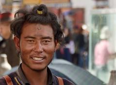 Tibet 2017 (reurinkjan) Tags: tibetབོད བོད་ལྗོངས། 2017 ༢༠༡༧་ ©janreurink tibetanplateauབོད་མཐོ་སྒང་bötogang tibetautonomousregion tar ütsang lhasa jokhang lhadentsuglakhang jowokhang ཇོ་ཁང་ fullbodyprostration pilgrimགནས་བསྐོར་བ་nekorwaསྐོར་མིkormi pilgrimageགནས་བསྐོརnekor onpilgrimageགནས་སྐོར་པnekorpa greatsacredplaceགནས་ཆེནnechen faceགདོང་པ་dongpa གདོང༌dong གདོང་ཁdongkha portrait portraiture facecolorགདོང་མདོགdongdok portrayal picture photograph likeness